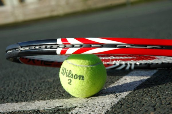 tennis-racket-2259356_1280